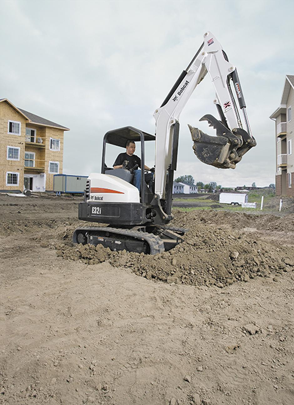 209132-e32_with_bucket_and_clamp-101029-47980-hr_mg_full