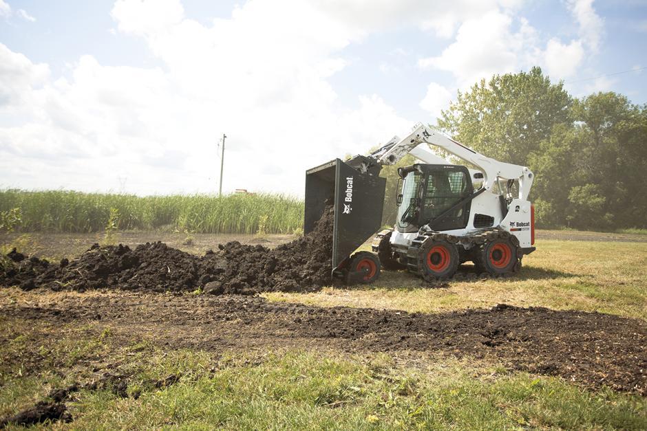 s740-dumping-dirt-with-dumping-hopper-158248-94017-hr_mg_full